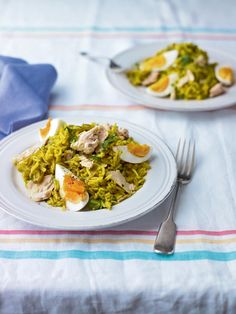 This is the essential storecupboard kedgeree recipe. Ideal for the hectic midweek when you don& have time to shop. Diner Recipes, Tuna Recipes, Seafood Recipes, Soup Recipes, Healthy Recipes, Savoury Recipes, Healthy Food, Kedgeree Recipe, Crohns Recipes