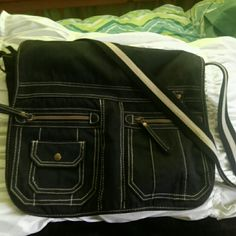⬇️⬇️BIG CROSSBODY/BOOKBAG What does for my daughter for school but she never used it...like new this can fit anything from a laptop to tablet and books or if you like crossbodies a nice big bag or tote shopper has the / pockets in the front with a keychain holder blue and white striped strap and Velcro to keep it closed on the bottom Bags Crossbody Bags