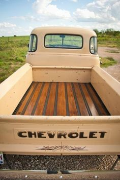 What a beautiful bed and nice old patina in this 1951 Chevy 3100 short bed truck. Take a look at the photo gallery of this cool old Chevy hotrod truck. Gmc Trucks, Chevy Trucks Older, Lifted Chevy Trucks, Hot Rod Trucks, Chevy Pickups, Chevrolet Trucks, Chevy Stepside, Diesel Trucks, 1951 Chevy Truck