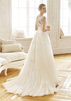 c04f4fe7c Precioso vestido de novia de corte princesa en tul y encaje. Un diseño  romántico y
