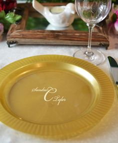 10 In. Personalized Gold Trim Plastic Dinner Plates (Set of 25) | Ivory Reception and Wedding & 10 In. Personalized Gold Trim Plastic Dinner Plates (Set of 25 ...