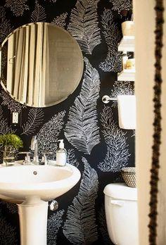 Papel pintado en baños.