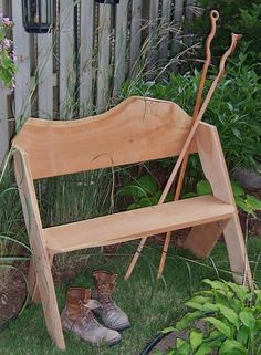 Aldo Leopold bench w/ tree flaws & naturally curved edge on back Diy Projects To Try, Home Projects, Leopold Bench, Outdoor Living, Outdoor Decor, Outdoor Ideas, Victorian Gardens, Diy Workshop, Built In Bench