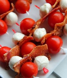 Jo and Sue: Red, white & bacon appetizers! So pretty :) ***Maureen - I'll use back bacon, homegrown cherry/grape tomatoes and Canadian made Boccioni for Canada Day this year-*** Bacon Appetizers, Appetizer Recipes, Fun Recipes, Recipies, Dinner Recipes, Appetizer Ideas, Recipe Ideas, Keto Recipes, Antipasto