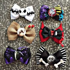 Nightmare before christmas mini bows by DollfaceDesignss on Etsy Photo Halloween, Halloween Hair Bows, Christmas Hair Bows, Diy Christmas, Princess Hair Bows, Girl Hair Bows, Girls Bows, Nightmare Before Christmas, Disney Hair Bows