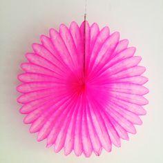 Papierrosette 68cm, pink von Partyerie auf DaWanda.com
