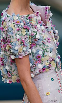 Chanel Fashion Show 2019 - Chanel Dresses - Trending Chanel Dress for sales - Chanel Fashion Show 2019 Chanel Couture, Couture Details, Fashion Details, Fashion Design, Fashion Trends, Chanel Fashion Show, High Fashion, Womens Fashion, Chanel Jacket