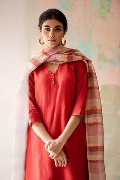 Interview with Fashion Designer Anavila Misra - Bindu Gopal Rao, Freelance Writer & Photographer Salwar Designs, Kurta Designs Women, Dress Indian Style, Indian Wear, Simple Kurta Designs, Indian Designer Suits, Indian Designers, Kurti Embroidery Design, Kurta Neck Design