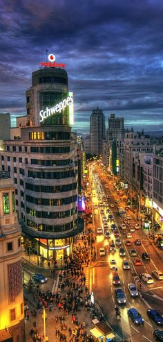 Madrid City, Foto Madrid, Real Madrid, Alicante, Great Places, Places To See, Valencia, Rooftop Restaurant, Mount Rainier National Park