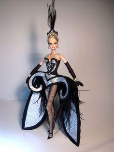 Barbie Ilenia Goes Musical Artist Creations Italian O. Fashion Dolls by… Barbie Gowns, Doll Clothes Barbie, Barbie I, Barbie World, Fashion Royalty Dolls, Fashion Dolls, Quirky Fashion, Love Fashion, Barbie Music
