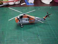 Oliver Bizer´s S58 ETB (Easy To Build) Modell Paper Models, Helicopters, Father And Son, Asd, Paper Crafts, Building, Projects, Model, Daddy And Son