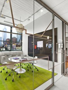 Arnold Agency NYC 7 700x934 York City Offices