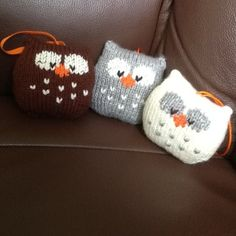 This a simple to knit owl. It is knitted in one piece, and there is no tricky colour-work as the eyes and beak are added after knitting using Swiss Darning (or duplicate stitch) embroidery.THE PATTERN INCLUDES: Row numbers for each step so you don't lose your place, instructions for making the owl plus photos, a chart to show the colour pattern, a list of abbreviations and explanation of some techniques, a materials list and recommended yarns.TECHNIQUES: All pieces are knitted flat (back…