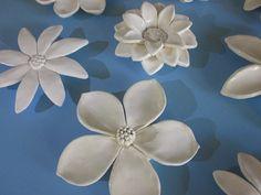 Carreaux céramique fleur Bloom mur Sclulpture par CoastalCeramics