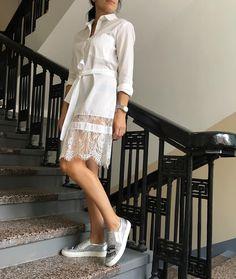 очень красивая Рубашка- платье! Хлопок с кружевом ! С невысоким ростом можно носить как платье! Или с шортами, джинсами, леггинсами! размер 42-44 цена 4600 слипоны кожа! Размер 38 цена 8000 #одеждавналичии #итальянскаяодеждановосибирск #итальянскаяобувь #платьескружевом #рубашкаплатье