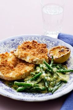 Looking for a low-carb meal without meat? Here& a hearty vegetarian dish with lots of amazing flavors. Breaded root celery fried crispy, served with creamed green beans and charred lemon. Bean Recipes, Raw Food Recipes, Veggie Recipes, Low Carb Recipes, Veggie Food, Ketogenic Recipes, Yummy Recipes, Low Carb Vegetarian Diet, Paleo
