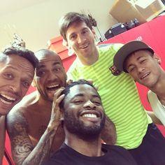 Alex Song zu Besuch beim FC Barcelona (02.06.2015)#repost #instagram @17alexsong Good to see my bros this morning @danid2ois @neymarjr @leomessi @adriano21c @systemetchakap #tchakap #tchak