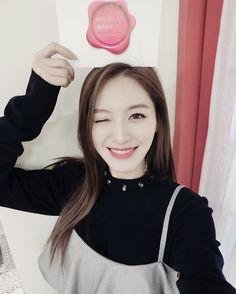 다들 본방사수했어요?ㅎ #Beauty_bible #뷰티바이블 #뷰티MC #jaekyung South Korean Girls, Korean Girl Groups, Kpop Girls, Rainbow, Asian, Instagram Posts, Angels, Rain Bow, Rainbows
