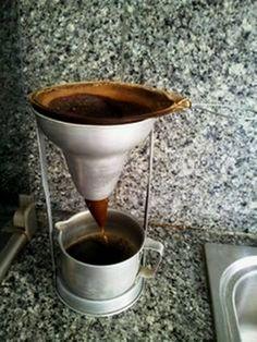 Así se cuela el café en Venezuela :) My husband has one of these & would still prefer to make Venezuelan coffee this way.
