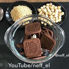 Sadece 1 paket çikolata kullanarak 😍3 malzeme ile evde ferrero çikolata  yaptım .Bu kullanılan malzemelerden çıkacak lezzetli siz bi düşünün 🤭. Özellikle Kahve yanına çok yakışır 👌🏻. Sesli anlatımlı olarak YouTube neff_el kanalıma yükledim çok güzel geridönüşler aldım 😌. Profilimdeki mavi linke  tık... Chocolate Fondue, Pasta Recipes, Food And Drink, Instagram, Breakfast, Cake, Desserts, Food Food, Morning Coffee