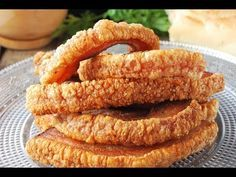 Como hacer torreznos: Torrezno de Soria - Cocinera y Madre Spanish Cuisine, Spanish Food, Spanish Recipes, Candy Dispenser, Candy Making, Canapes, Onion Rings, Tapas, Great Recipes