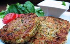 Hamburger di zucchine - Gli hamburger di zucchine sono un secondo piatto vegetariano e leggero, ma molto gustoso. Sono perfetti anche per farcire panini.