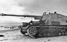 The Hornisse was a German tank destroyer that mounted an 88 mm gun put into production in order to quickly produce tanks that countered KV-. Luftwaffe, Mg34, Self Propelled Artillery, Panzer Iv, Military Armor, Tank Destroyer, Model Tanks, Ww2 Photos, Armored Fighting Vehicle