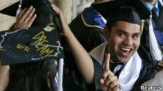 Graduación de hispanos en California. Foto de archivo