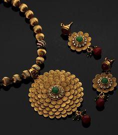 Popular Bracelet selected just for you Gold Bangles Design, Gold Earrings Designs, Gold Jewellery Design, Necklace Designs, Gold Jewelry, Gold Necklace, Simple Necklace, Necklace Set, Pendant Set