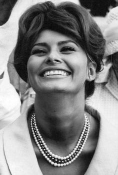 Sophia Loren pictures and photos Katharine Hepburn, Audrey Hepburn, Ingrid Bergman, Elizabeth Taylor, Classic Hollywood, Old Hollywood, Queen Sophia, Sophia Loren Images, World Most Beautiful Woman
