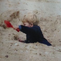 thecambridgees: Prince George celebrated the morning of his 2nd birthday playing on the beach, July 22, 2015