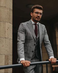 best Ideas for moda masculina adulto 2019 Grey Check Suit, Grey Suit Men, Grey Suits, Suit Up, Suit And Tie, Mens Fashion Suits, Mens Suits, Men's Fashion, Fashion Boots