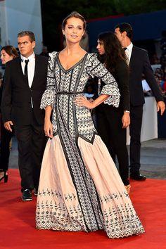 En un vestido Louis Vuitton para la Premiere de The Danish Girl en el Festival Internacional de Venecia.