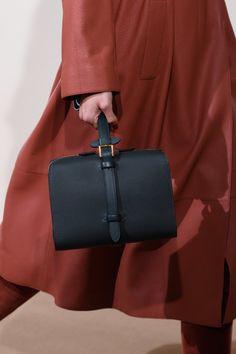 Hermès Pre-Fall 2019 - Fashion Shows Catwalk Footwear, Hermes, Fashion News, Fashion Show, Vegan Purses, Vogue, Models, Paris, Leather Purses