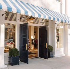 The new Draper James flagship store in Nashville, brought to life by Reese Witherspoon and interior designer Mark D. Petite France, Interior Design Books, Draper James, Home Again, Shop Fronts, Store Design, Cool Kitchens, Exterior Design, Facade
