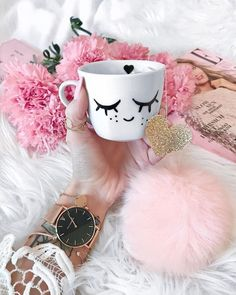 Image discovered by Z. Find images and videos about girls, makeup and photo on We Heart It - the app to get lost in what you love. Pink Love, Pretty In Pink, Lash Room, Cute Mugs, Girls Makeup, Pink Aesthetic, Weekender, Eyelash Extensions, Girly Girl