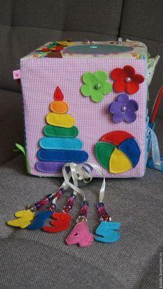 Развивающий кубик - разноцветный, развивающая игрушка, развивающий кубик, мелкая моторика, застежки, липучка