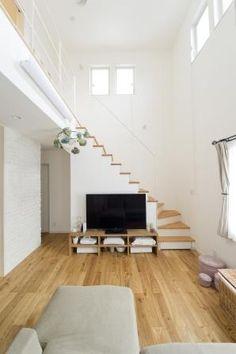 1つ1つの仕様にこだわり抜いた瀟洒な佇まい~M's grande maison | 注文住宅 家 広島 工務店 オールハウス Staircase In Living Room, House Stairs, Villa Design, House Design, Natural Interior, My Dream Home, Small Spaces, Sweet Home, New Homes