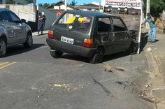 Carro dirigido por adolescente capota na Rua José Deeke, em Blumenau +http://brml.co/1FgwU6i