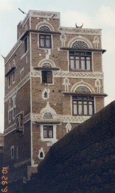 Belle maison de Sanaa avec son Mufredj. Yémen 1991.