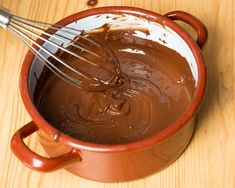 12 Things You Never Thought to Dip in Chocolate (Slideshow) Snack Recipes, Snacks, No Cook Desserts, Chocolate Fondue, Mousse, Dips, Cake Decorating, Food And Drink, Appetizers