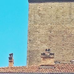 Half Blue . . . #lookingup #urbanphotography #redbricks #photooftheday #architecture #archilovers #archiporn #roofs #walls #bluesky #igersbologna #igersemiliaromagna #igersitalia #vscocam #snapseed