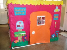 OMG there's a Flickr group dedicated to FELT PLAY HOUSES!!!