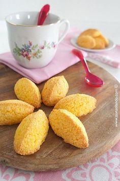 Biscotti al cocco (per intolleranti al latte e celiaci). Se usate zucchero di canna integrale va bene anche per noi.