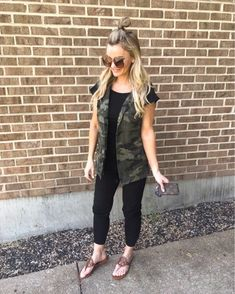 Loving this camo vest from Amazon along with this cute jumpsuit. #acupfullofsass #amazon @amazon #summeroutfit