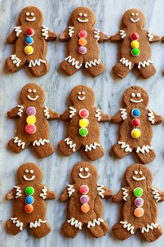 Gingerbread Man Cookies are my favorite Christmas treat to decorate with my kids. These soft gingerbread man cookies are perfect for preschool or kindergarten Christmas parties, and they taste delicious! Christmas Cooking, Christmas Desserts, Christmas Treats, Christmas Parties, Christmas Biscuits, Chewy Gingerbread Cookies, Xmas Cookies, Cookies Soft, Gingerbread Houses