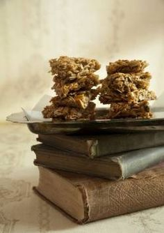 No-Bake Nutty Oat Bars - What a coincidence... I have a ton of honey marshmallow fluff to use up!