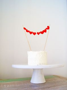 Hellobee - DIY felt heart cake and cupcake toppers for valentines day