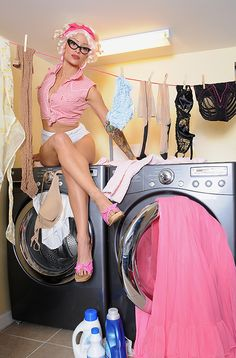pinup photography laundry - Google Search but do in a maternity way with baby blankets perhaps and a few clothes hanging