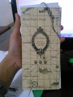 since I was in college, I always love to make my own notebook. Well perhaps there a thin line between creative and stingy